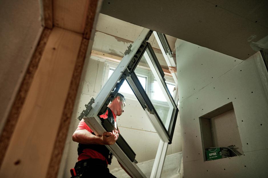 Berühmt Dachfenster einbauen: Wissenswertes & Tipps   VELUX Magazin RS17
